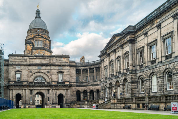 This article lists down the various university of Edinburgh online courses available for students.